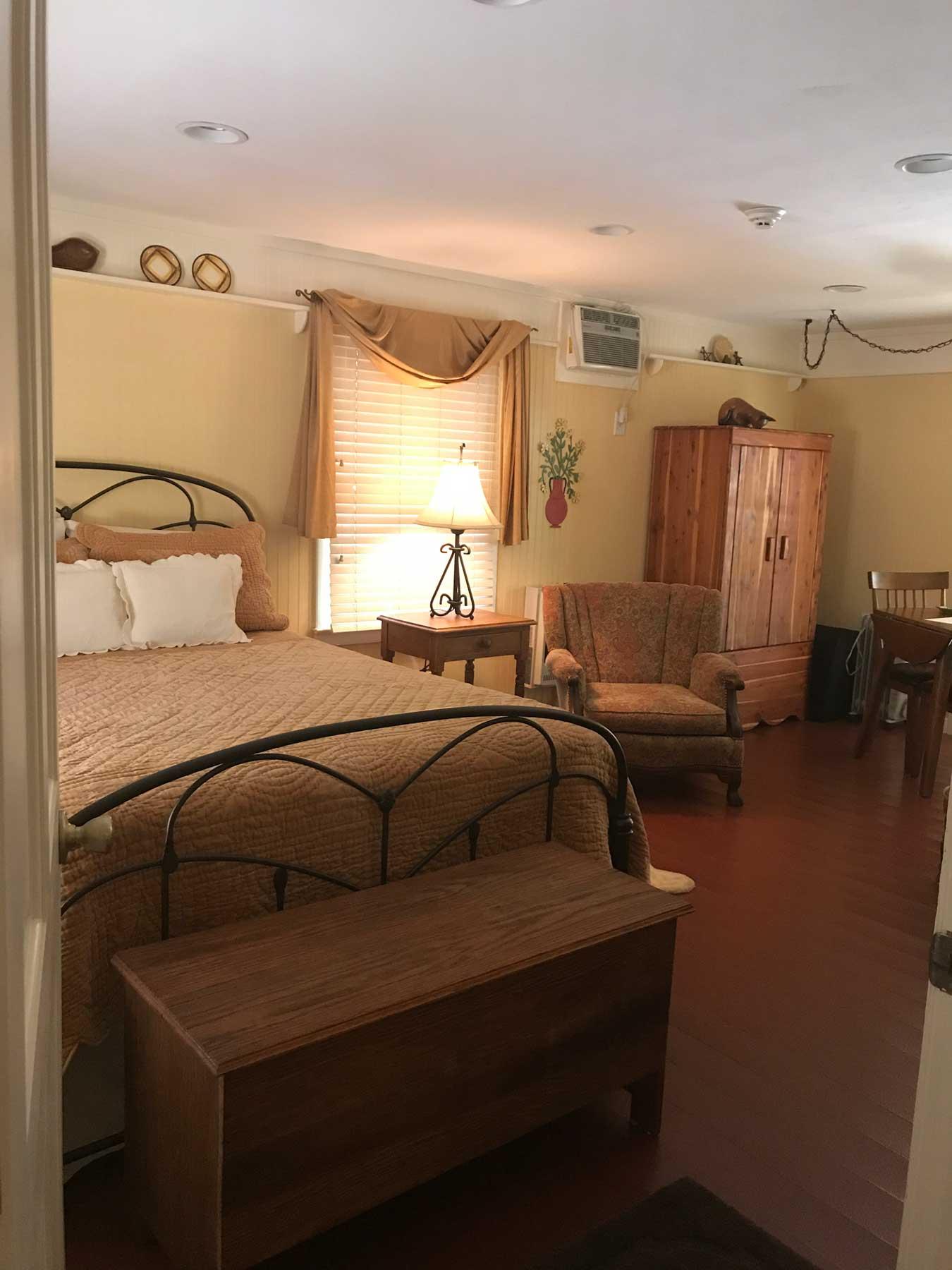 Unit 1 – The Franklin Room – Linnaea Gardens